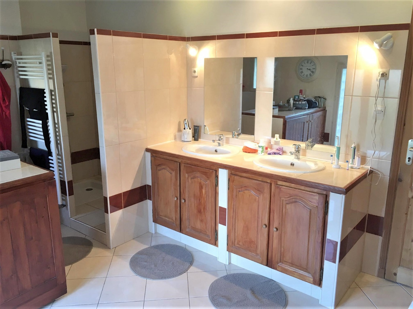 vente prix r duit une maison familiale et spacieuse de bon go t. Black Bedroom Furniture Sets. Home Design Ideas