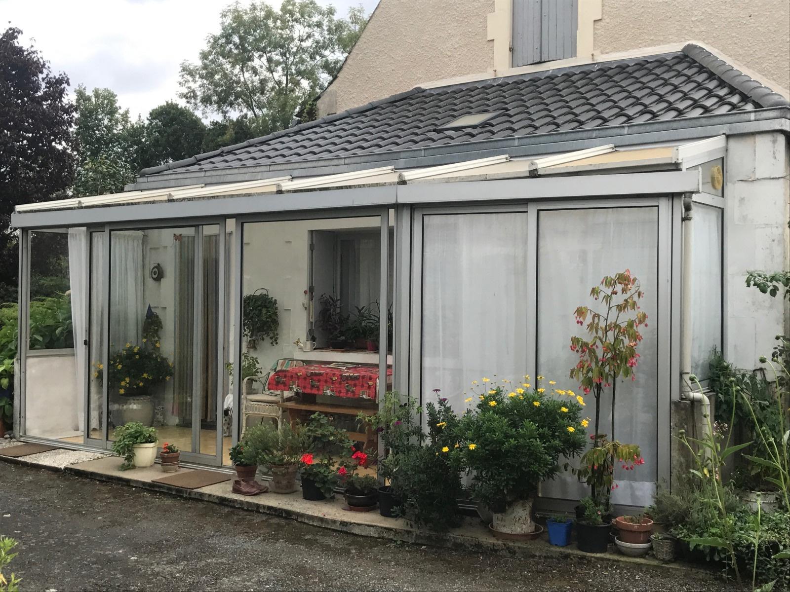 Vente une belle maison avec sa propre tour terrain de for Maison avec une tour